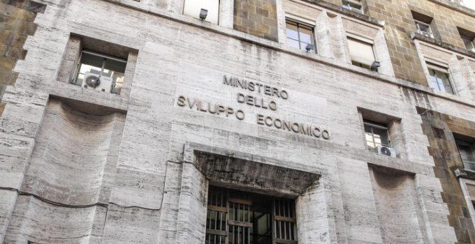 Ritardata nomina del Dpo e diffusione dati personali di 5mila manager, il Garante per la Privacy sanziona il Ministero dello sviluppo economico