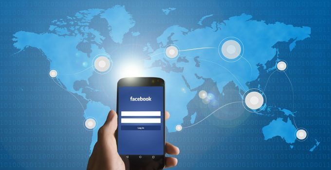 Furto di dati da Facebook: il Garante chiede al social network di adottare misure per limitare i rischi e avverte che l'utilizzo dei dati provenienti dalla violazione è illecito