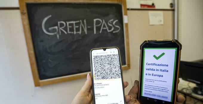 Garante privacy: via libera alle nuove modalità di verifica del green pass nelle scuole