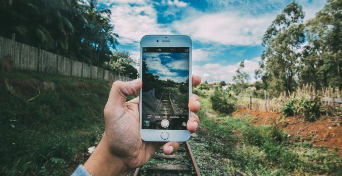 Apple scansionerà il tuo iPhone per tutelare i minori. Ma scatta l'allarme sulla privacy